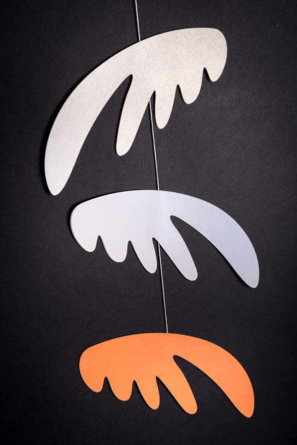 závěsná dekorace (mobil) - Pestrá křídla malá bílá