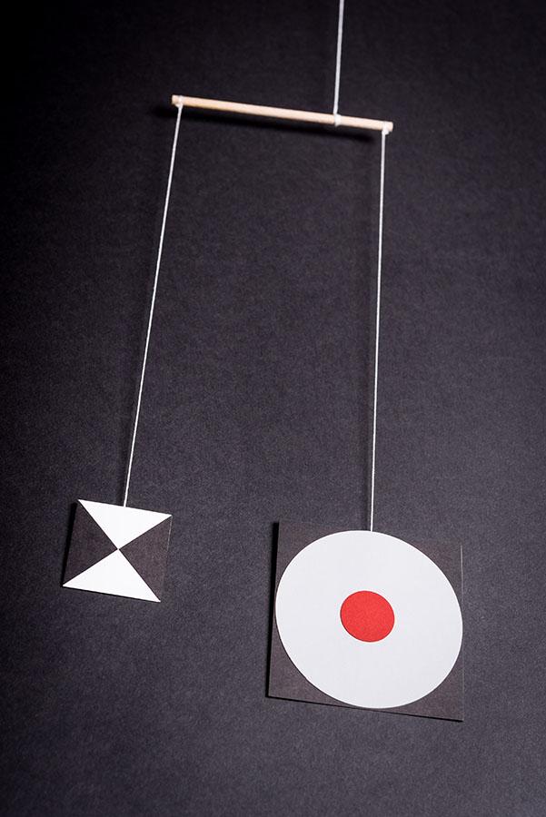 montessori závěsná dekorace (mobil) - Čtverce black/white 2