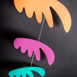 interiérová závěsná dekorace (mobil) - Pestrá křídla malá zelená