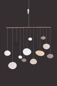 interiérová závěsná dekorace (mobil) - Zemité oblázky