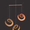 interiérová závěsná dekorace (mobil) - Spirály