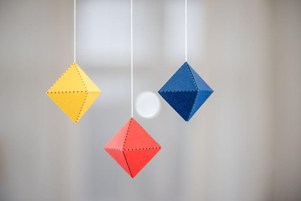 mobil / kinetická závěsná dekorace mimimo